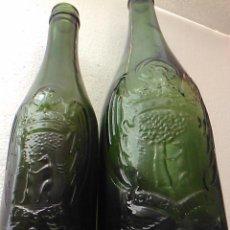 Coleccionismo de cervezas: DOS ANTIGUA BOTELLA CERVEZA CERVEZAS EL AGUILA RELIEVE ESCUDO DE MADRID VIDRIO VERDE 30 Y 24 CM MBE. Lote 81204328