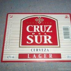 Coleccionismo de cervezas: ANTIGUA ETIQUETA CERVEZA CRUZ DEL SUR CERVEZA LAGER 100CL DIBUJO EN ROJO Y DORADO NUEVA SIN USAR. Lote 58114393