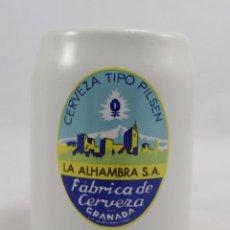 Coleccionismo de cervezas: JARRA CERVEZAS ALHAMBRA. CERVEZA TIPO PILSEN. 13 CMS. LA ALHAMBRA FÁBRICA DE CERVEZA. Lote 61094019