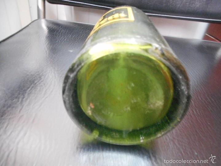 Coleccionismo de cervezas: antigua botella cerveza marca warteck serigrafiada - Foto 5 - 61318259