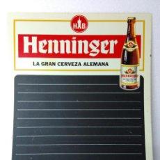 Coleccionismo de cervezas: CARTEL PIZARRA DE PLASTICO,CERVEZA HENNINGER,PARA BAR,RESTAURANTE,MENÚ.AÑOS 70.MUY BUEN ESTADO. Lote 64919815