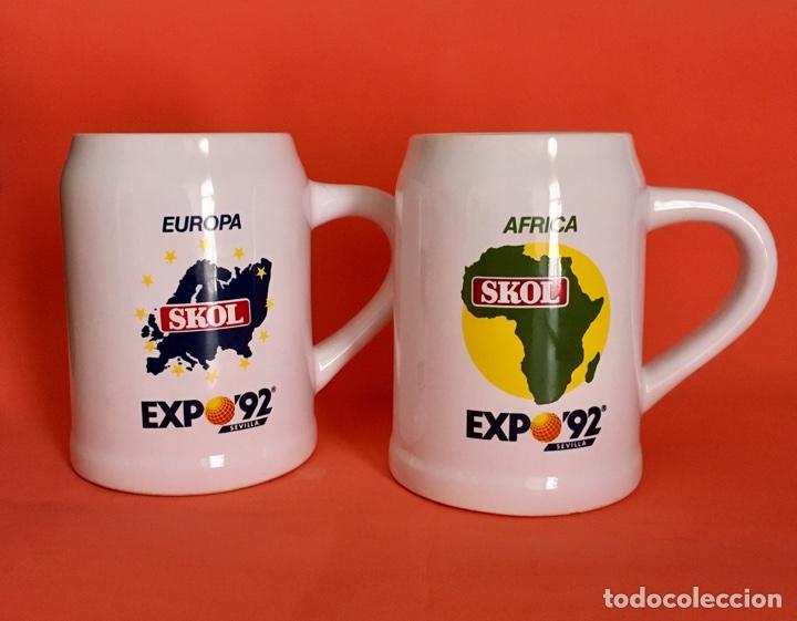2 JARRAS CERVEZA SKOL EUROPA Y ÁFRICA EXPO SEVILLA 92 (Coleccionismo - Botellas y Bebidas - Cerveza )
