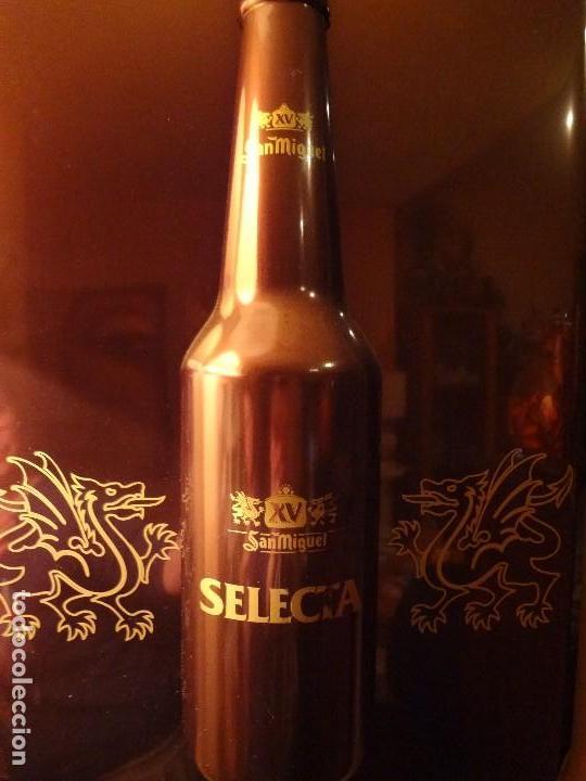 Coleccionismo de cervezas: Cartel publicidad de plástico duro SAN MIGUEL SELECTA con relieve. - Foto 3 - 74992263