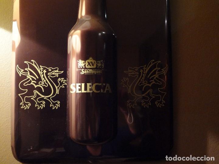 Coleccionismo de cervezas: Cartel publicidad de plástico duro SAN MIGUEL SELECTA con relieve. - Foto 4 - 74992263