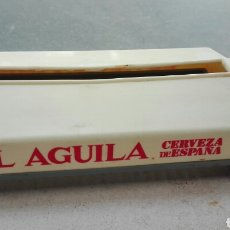 Coleccionismo de cervezas: SERVILLETERO CON PALILLERO CERVEZAS EL AGUILA. Lote 80784876
