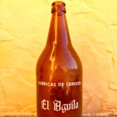 Coleccionismo de cervezas: ANTIGUA BOTELLA DE CERVEZA DE LITRO * EL AGUILA * SERIGRAFIADA ,DECLARADA EMPRESA 100 CL.. Lote 81070048