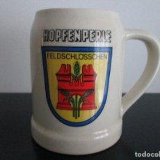 Coleccionismo de cervezas: JARRA DE CERVEZA SERAGRAFIADA HOPFENPERLE ESCUDO FELDSCHLOSSCHEN DE CERAMICA. Lote 83320992