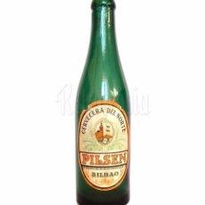 Coleccionismo de cervezas: BOTELLA BOTELLÍN VERDE DE CERVEZA CERVECERA DEL NORTE PILSEN CERVEZAS CON SU ETIQUETA ORIGINAL. Lote 86100708
