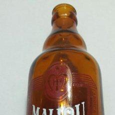 Coleccionismo de cervezas: BOTELLA ANTIGUA DE CERVEZA MAHOU 33 CL SERIGRAFÍA EN BLANCO Y ROJO. Lote 88200716