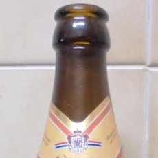 Coleccionismo de cervezas: BOTELLA DE CERVEZA DE LA MARCA FURSTENBERG WEIZEN HEFE HELL VACÍA Y SIN CHAPA. . Lote 88356200