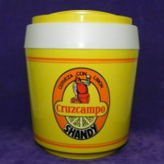 Coleccionismo de cervezas: CERVEZA CRUZCAMPO SHANDY, DIFICIL CUBITERA RETRO DE FINALES DE LOS AÑOS 80 COLORES VIVOS, TRES LOGOS. Lote 89095464