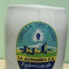 Coleccionismo de cervezas: JARRA CERVEZA ALHAMBRA CERAMICA MIDE 12,6CM DE ALTO CON UN DIAMETRO DE 9CM EN SU BASE. Lote 89221916
