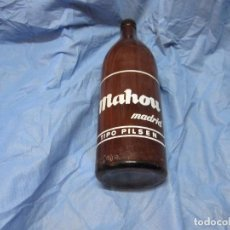 Coleccionismo de cervezas: ANTIGUA BOTELLA CERVEZA MAHOU DE UN LITRO LLENA Y CERRADA MADRID TIPO PILSEN. Lote 114916886