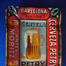 Coleccionismo de cervezas: (PUB-170766)CENICERO CHAPA LITOGRAFIADA, PUBLICIDAD, CERVEZA PETRY ANTES MORITZ, BARCELONA. Lote 94366990