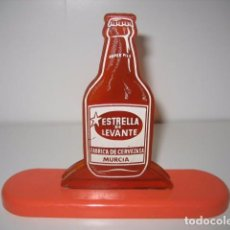 Coleccionismo de cervezas: ANTIGUO SERVILLETERO PLASTICO. FABRICA DE CERVEZAS ESTRELLA DE LEVANTE MURCIA. CERVEZA. Lote 95582075