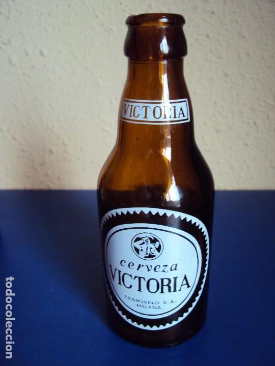 (BOT-170904)BOTELLA CERVEZA VICTORIA ( MALAGA ) (Coleccionismos - Cerveza )