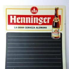 Coleccionismo de cervezas: CARTEL PIZARRA DE PLASTICO,CERVEZA HENNINGER,PARA BAR,RESTAURANTE,MENÚ.AÑOS 70.MUY BUEN ESTADO. Lote 97443331