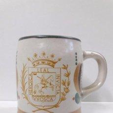 Coleccionismo de cervezas: JARRA DE CERVEZA CON ESCUDO DE HUESCA - V.V. OSCA HEROICA LEAL INVICTA . REALIZADA POR PORTA CELI. Lote 97721831