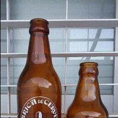 Coleccionismo de cervezas: 2 ANTIGUAS BOTELLAS DE CERVEZA EL ALCAZAR CERVEZAS DE JAÉN BOTELLA ANTIGUA BISCUTER DE 20 CL Y 33 CL. Lote 104006671