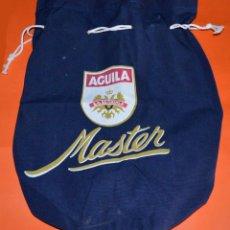 Coleccionismo de cervezas: PETATE/BOLSA/MOCHILA CERVEZA ÁGUILA MASTER. Lote 108692655