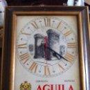 Coleccionismo de cervezas: ANTIGUO RELOJ CERVEZA AGUILA DORADA CON IMAGEN TORRES DE QUART. EN AZULEJO ENMARCADO.. Lote 118703543