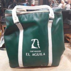 Coleccionismo de cervezas: BOLSO NEVERA VINTAGE CERVEZAS EL ÁGUILA. Lote 119121232