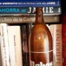 Coleccionismo de cervezas: ANTIGUA BOTELLA CERVEZA MAHOU. FAMILIAR.. Lote 120060247