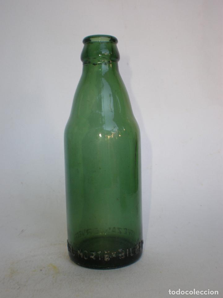 BOTELLA CERVEZA *CERVECERA DEL NORTE-BILBAO* 20 CL. LETRAS GRABADAS EN RELIEVE EN BASE, VIDRIO VERDE (Coleccionismo - Botellas y Bebidas - Cerveza )