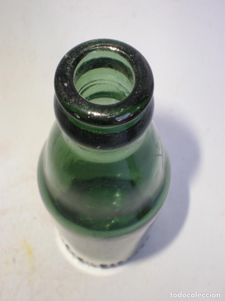 Coleccionismo de cervezas: BOTELLA CERVEZA *CERVECERA DEL NORTE-BILBAO* 20 CL. LETRAS GRABADAS EN RELIEVE EN BASE, VIDRIO VERDE - Foto 7 - 270936898