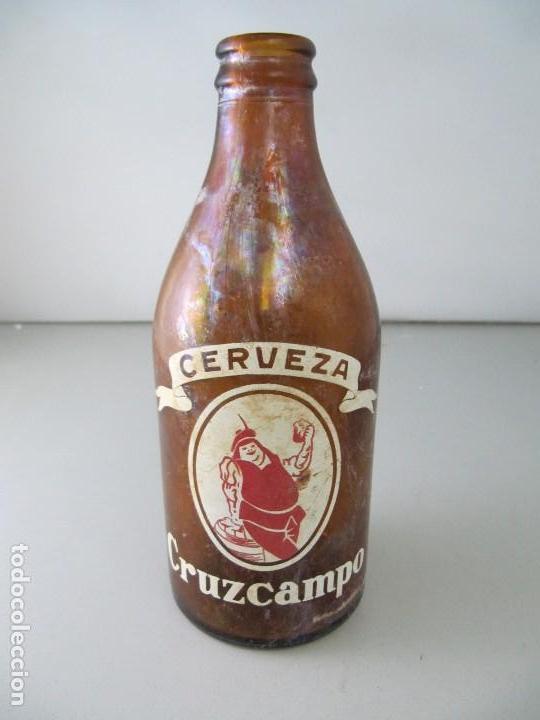 ANTIGUA BOTELLA DE CERVEZA CRUZCAMPO. TAMAÑO 1/3 (Coleccionismo - Botellas y Bebidas - Cerveza )