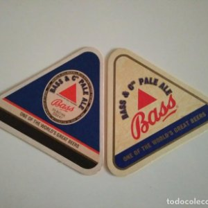 BASS &CO PALE ALE LOTE DE 2 POSAVASOS TRIANGULARES 11X11X11 ALTURA 10CM CARTON COASTERS CERVEZA BEER
