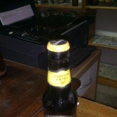 Coleccionismo de cervezas: BOTELLA DE CERVEZA GUINNESS LLENA CON SU CHAPA TAPÓN CORONA, CADUCADA. Lote 128677420