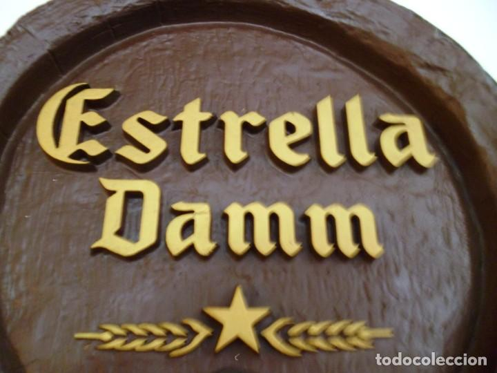Coleccionismo de cervezas: CARTEL ESTRELLA DAMM SIMULANDO FRENTE BARRIL - Foto 2 - 130111731