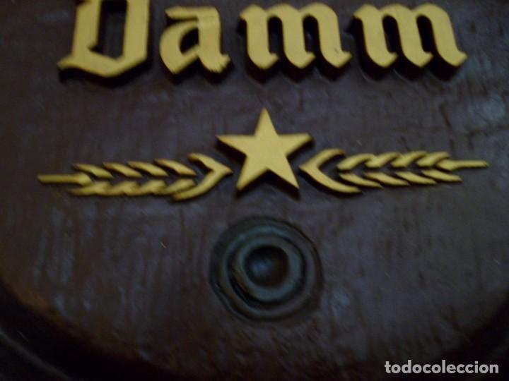 Coleccionismo de cervezas: CARTEL ESTRELLA DAMM SIMULANDO FRENTE BARRIL - Foto 3 - 130111731