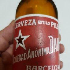 Coleccionismo de cervezas: BOTELLA DAMM 33CL SIN ROSELLON COS SA.DAMM EN CUELLO Y BASE. Lote 133151566