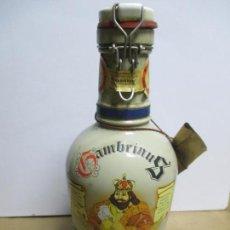 Coleccionismo de cervezas: ANTIGUA BOTELLA DE CERVEZA GAMBRINUS. CRUZCAMPO. PRECINTADA. 200 CL. 33CM DE ALTO. . Lote 134257862