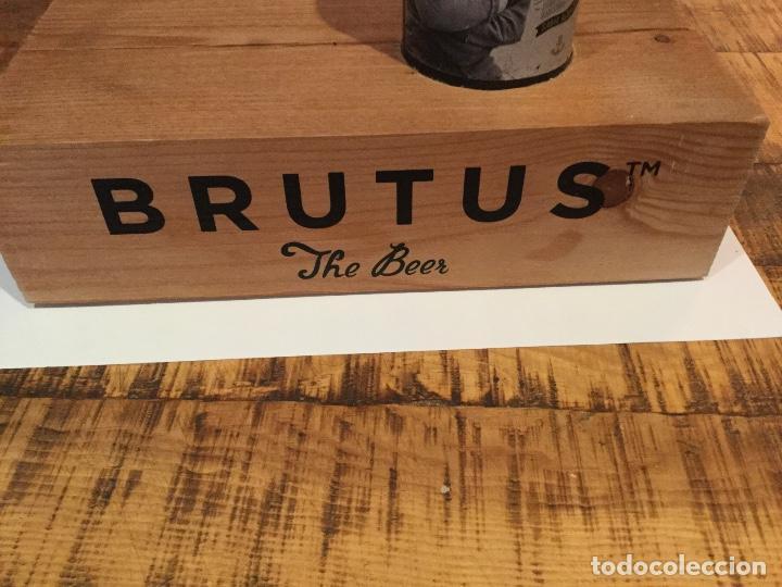 EXPOSITOR EXHIBIDOR OFICIAL CERVEZA BRUTUS (Coleccionismo - Botellas y Bebidas - Cerveza )