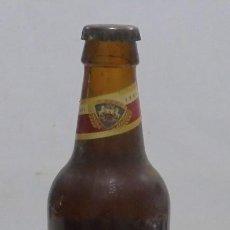 Coleccionismo de cervezas: CERVEZA. AGUILA. EJEMPLAR UNICO Y ENUMERADO. PRIMERAS BOTELLAS. Nº 036861. EN PIE DE MADERA. VER. Lote 150956666