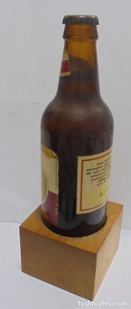 Coleccionismo de cervezas: CERVEZA. AGUILA. EJEMPLAR UNICO Y ENUMERADO. PRIMERAS BOTELLAS. Nº 036861. EN PIE DE MADERA. VER - Foto 7 - 150956666