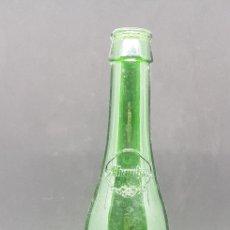 Coleccionismo de cervezas: ANTIGUA BOTELLA VACIA CERVEZA ALHAMBRA - RELIEVE - CAR126. Lote 140065842