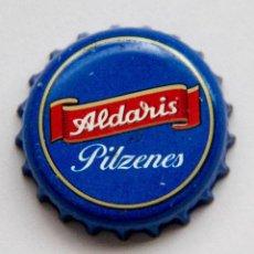 Coleccionismo de cervezas: TAPÓN CORONA - CHAPA - LETONIA - CERVEZA ALDARIS PILZENES - AZUL. Lote 140338250
