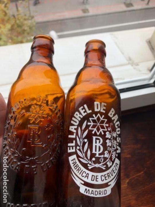 DOS BOTELLAS LAUREL DE BACO(RELIEVE/SERIGRAFÍA) (Coleccionismo - Botellas y Bebidas - Cerveza )