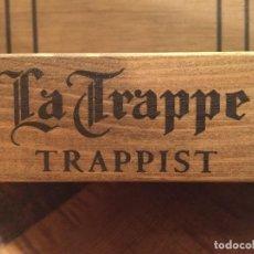 Coleccionismo de cervezas: EXPOSITOR EXHIBIDOR DE MADERA CERVEZA TRAPPIST LA TRAPPE. Lote 143347806