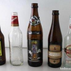 Coleccionismo de cervezas: LOTE DE 5 BOTELLAS DE CERVEZA. ESTÁN VACÍAS. Lote 145776214