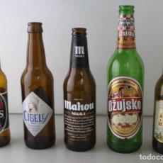 Coleccionismo de cervezas: LOTE DE 5 BOTELLAS DE CERVEZA. ESTÁN VACÍAS. Lote 145776306