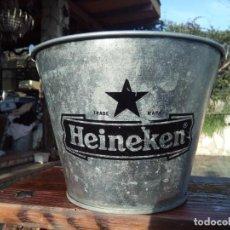 Coleccionismo de cervezas: CUBO DE PUBLICIDAD CERVEZA HEINEKEN CON ABRIDOR. Lote 204783622