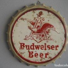 Coleccionismo de cervezas: CARTEL METAL CON FORMA DE CHAPA. CERVEZA BUDWEISER. 42 CMS. DIAMETRO. Lote 147745294