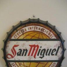 Coleccionismo de cervezas: CARTEL METAL CON FORMA DE CHAPA. CERVEZA SAN MIGUEL. 42 CMS. DIAMETRO. Lote 147745934