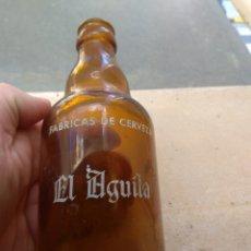 Coleccionismo de cervezas: BOTELLA CERVEZA EL AGUILA - DECLARADA EMPRESA MODELO -. Lote 147914280