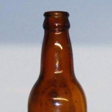 Coleccionismo de cervezas: ANTIGUA BOTELLA CERVEZA ESTRELLA DAMM ETIQUETA DE PAPEL. Lote 148164354